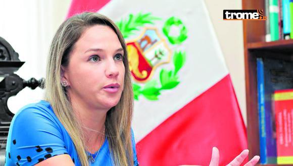 Luciana León cuenta con impedimento de salida del país. (Foto: GEC)