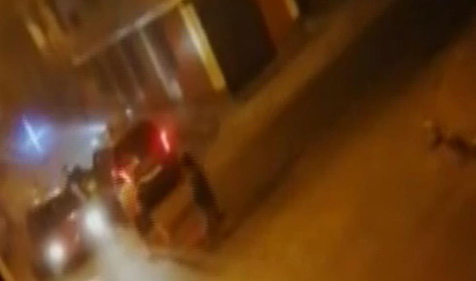 Vecinos revelan videos de la confusa intervención policial donde un taxista resultó muerto. Foto: Captura de América Noticias
