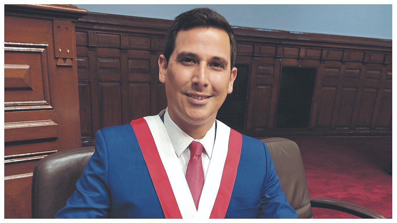 Excongresista César Combina buscará liderar y promover mesas de trabajo de la oposición.