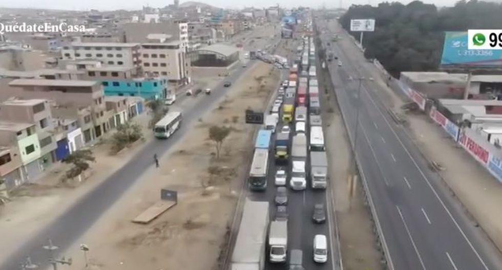 Esta mañana se reportó congestión vehicular en la Panamericana Sur en el acceso a Villa El Salvador. (Captura: América Noticias)