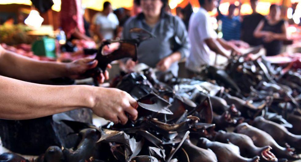 Los amantes de la carne de murciélago, ratas y serpientes siguen comprándola en los mercados especializados de Indonesia, pese a las recomendaciones oficiales de retirar la oferta de estos animales salvajes por miedo a la propagación de la epidemia del coronavirus. (Archivo: AFP).