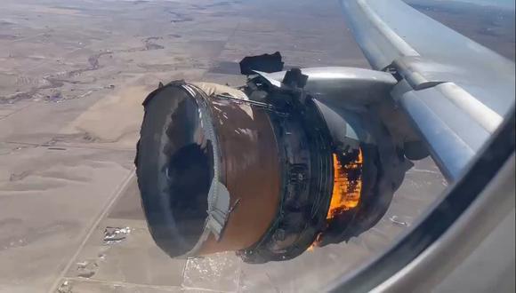 El motor de un avión Boeing 777 falló el sábado poco después de que despegara de Denver. (Foto: Twitter)