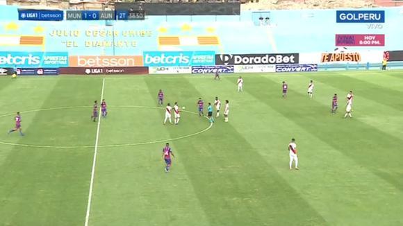 Reimond Manco 'bailó' a 3 rivales y lo frenaron con falta en Alianza UDH vs Deportivo Municipal. (GOLPERÚ)