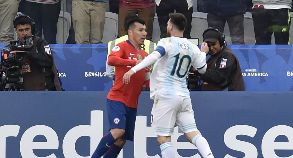 Lionel Messi expulsado junto a Gary Medel: Mira al detalle el CABEZAZO que le propinó el chileno a la Pulga