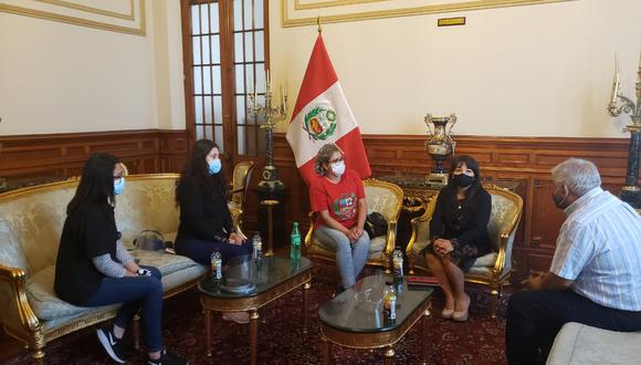 Presidenta del Congreso, Mirtha Vásquez, se reunió con los representantes de los trabajadores de los casinos.