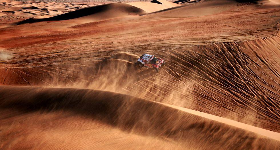 Carlos Sainz se enfila a su tercer título del Dakar tras gestionar mucha precaución la penúltima etapa. (Foto: AFP)