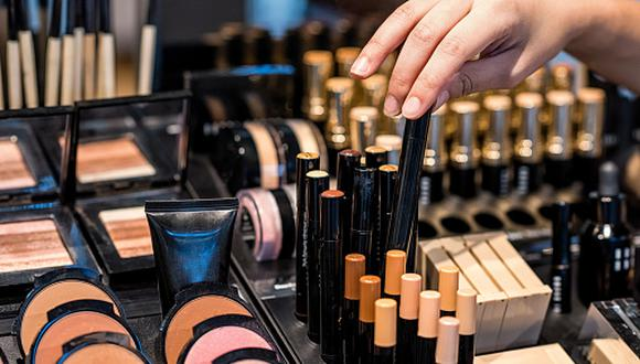 """""""Hoy con tanta información es un pecado irse al puesto ambulante a comprar maquillaje porque pueden estar hechos con sustancias nocivas para nuestra piel y para el medio ambiente"""", manifiesta Mafe Ampuero. (Foto: Getty Images)"""