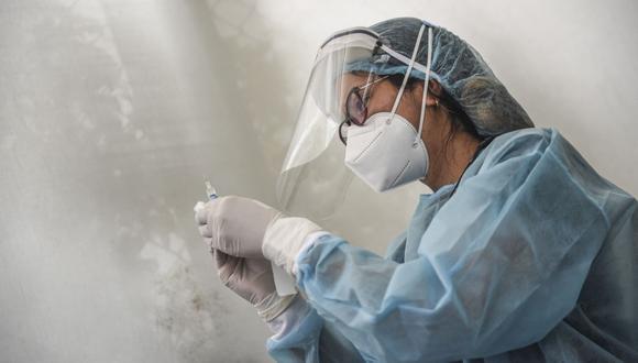 Para la vacunación se dará prioridad a los asegurados adultos mayores de 60 años, que actualmente suman un millón 700 mil personas. (Foto: Ernesto Benavides / AFP)