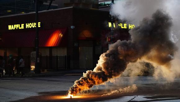 ¿Por qué el gas lacrimógeno está prohibido en la guerra, pero no lo está contra manifestantes? (Elijah Nouvelage/Getty Images/AFP)