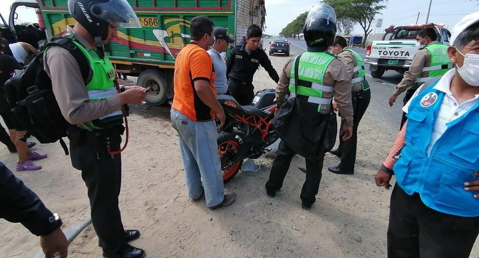 Los policías fueron trasladados a una clínica de la ciudad de Piura, donde certificaron el deceso del agente Roberto Salazar. (Foto: GEC)