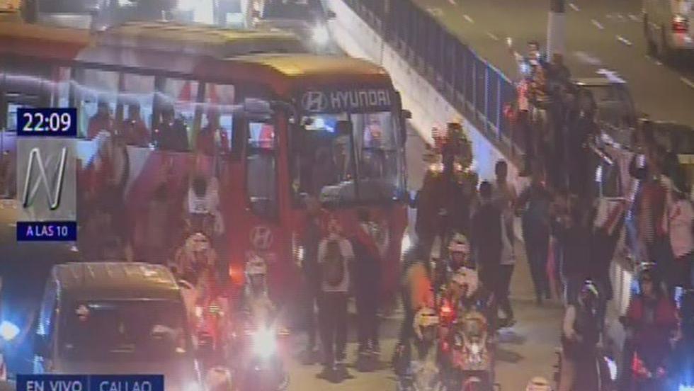 Selección peruana llegó a Lima y desató histeria colectiva en hinchas
