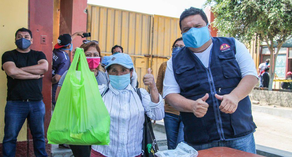 Trabajadores de limpieza recibieron trajes de bioseguridad y mascarillas. (Municipalidad Provincial del Santa)