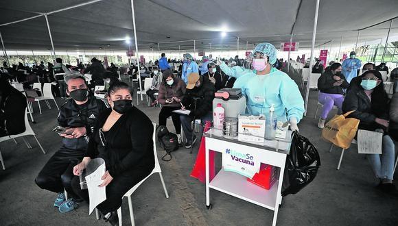 Actualmente, se aplican dos dosis de Pfizer contra el coronavirus a nivel nacional. Foto: GEC