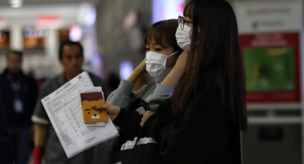 Personas usan cubrebocas en lugares públicos. (Foto: EFE)