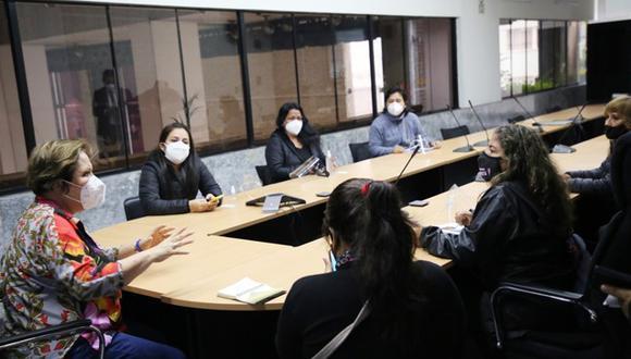 La ministra del sector, Rosario Sasieta, señaló que se brindará todo el apoyo a las familias de víctimas de feminicidio. (Foto: MIMP)