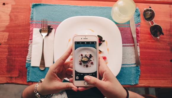 Anima a los clientes a publicar una reseña en el sitio web o en las redes sociales para aportar ventajas futuras. Foto: Pexels.