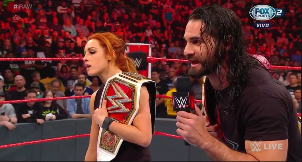 Por primera vez Becky Lynch y Seth Rollins participarán en una lucha de relevos mixtos, con sus títulos en juegos. (WWE)