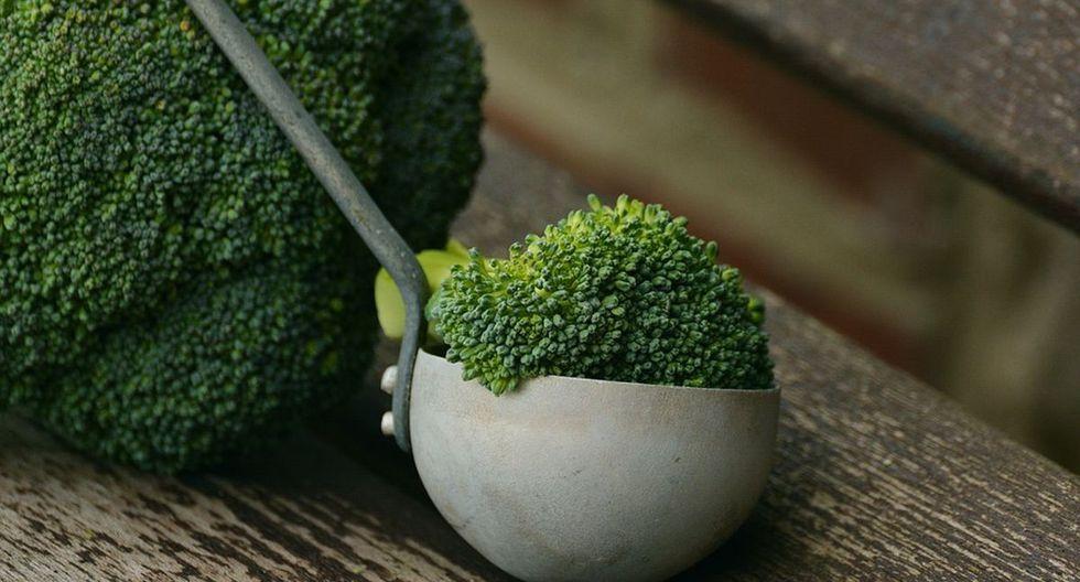 El brócoli es una planta que posee abundantes cabezas florales carnosas comestibles de color verde. (Foto: Pixabay)
