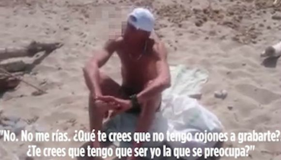 Este sujeto se empezó a masturbar mirando a una chica que tomaba sol en una playa de España.