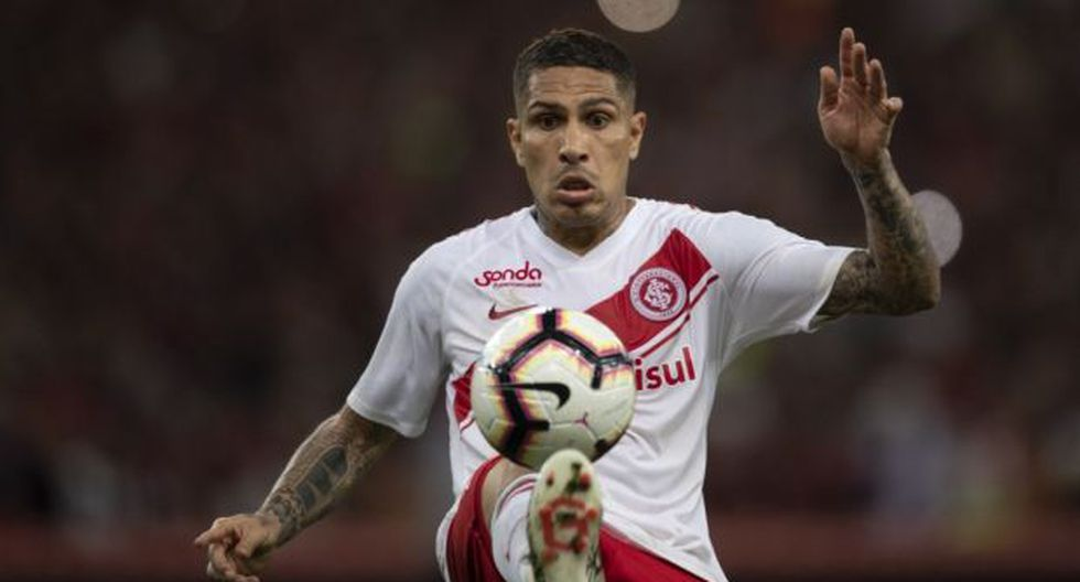 Guerrero vio la roja en aquel duelo por duros calificativos contra los árbitros. (Foto: AFP)