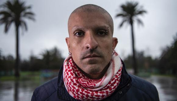 Rodrigo Rojas Vade se hizo bastante popular en su momento al llegar a la Plaza Italia rapado y sin cejas señalando que venía de sus quimioterapias. (Foto: Martin Bernetti / AFP)