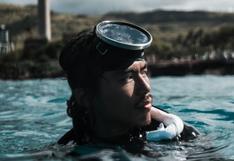 Osado buzo toma una gaseosa bajo el agua y deja perplejos a cientos de usuarios