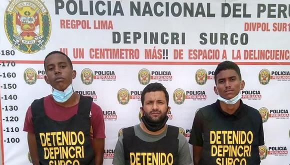 Los venezolanos Víctor José Ferreros Soto (18), (Izquierda), Raúl Alexis Marcano Marcano (26), (centro), y Abel Stevenson Rojas Raeda (18), (derecha), son presuntos integrantes de la banda 'Los Chamos de Río Seco', fueron capturados en Surco.