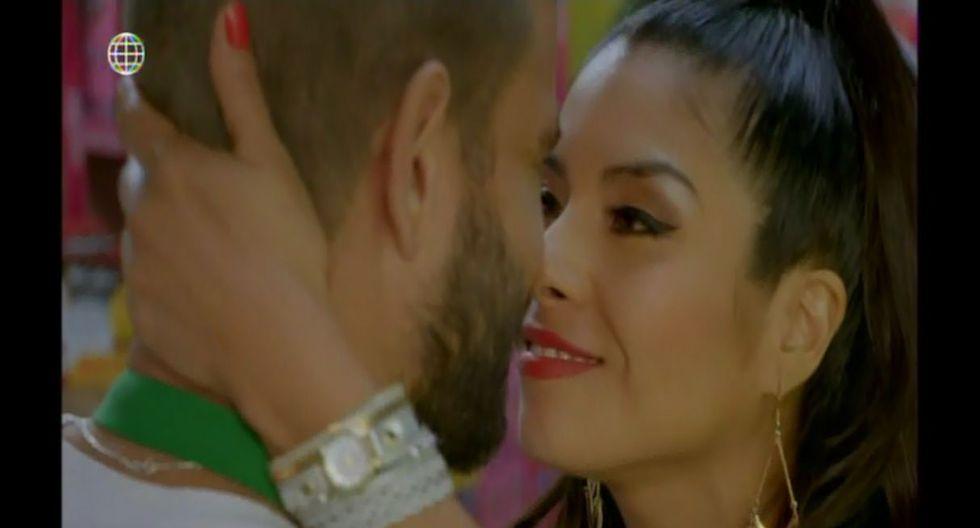 Stephanie Orué debutó con apasionado beso a Yako Eskenazi en 'Mi Esperanza'. (Captura de video)