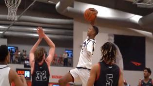 Video viral: Joven con un solo brazo destaca en el baloncesto