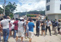 Coronavirus en Perú: Vecinos sacan féretro de víctima de covid19 sepultado en Chanchamayo   FOTOS