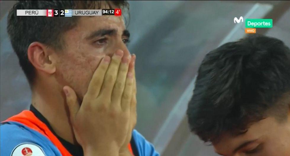 Perú venció a Uruguay: Conmovedor llanto de uruguayos en pleno partido tras gol al último minuto