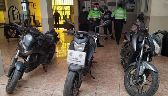 Policías de Yerbateros allana taller clandestino y recupera motos lineales de alta gama robadas. (foto: TROME)
