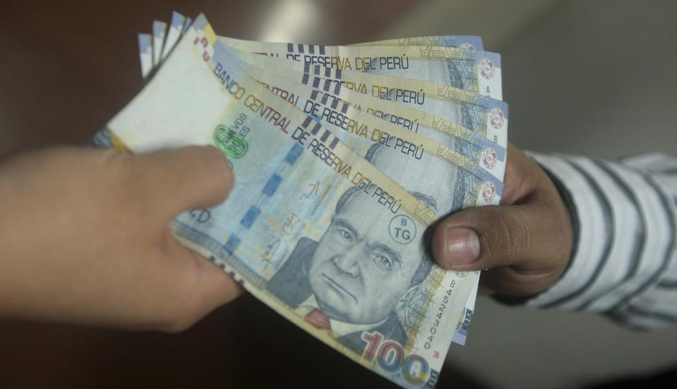 PPK renunció pero antes de irse, subió el sueldo mínimo de 850 a 930 soles