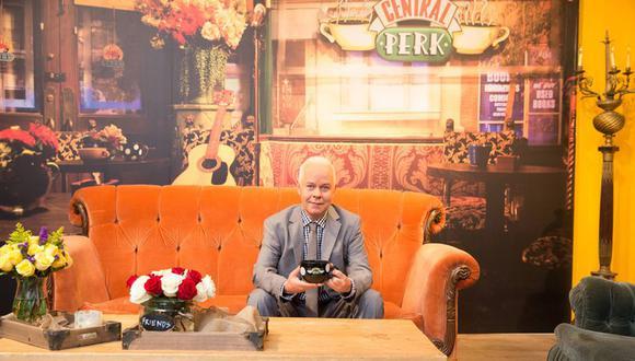 James Michael Tyler en la cafetería inspirada en Central Perk. (Foto: AFP)