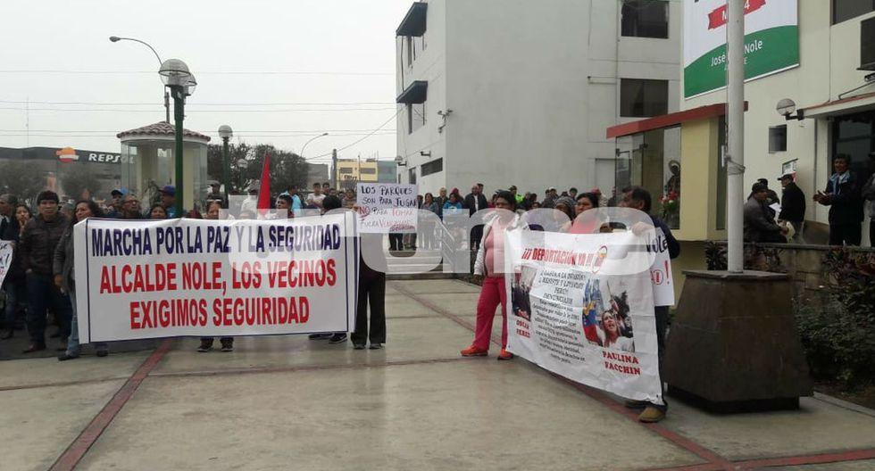 Vecinos de empresario asesinado por extranjeros por pedirles que bajen el volumen marcharon por justicia. Foto: Mónica Rochabrum