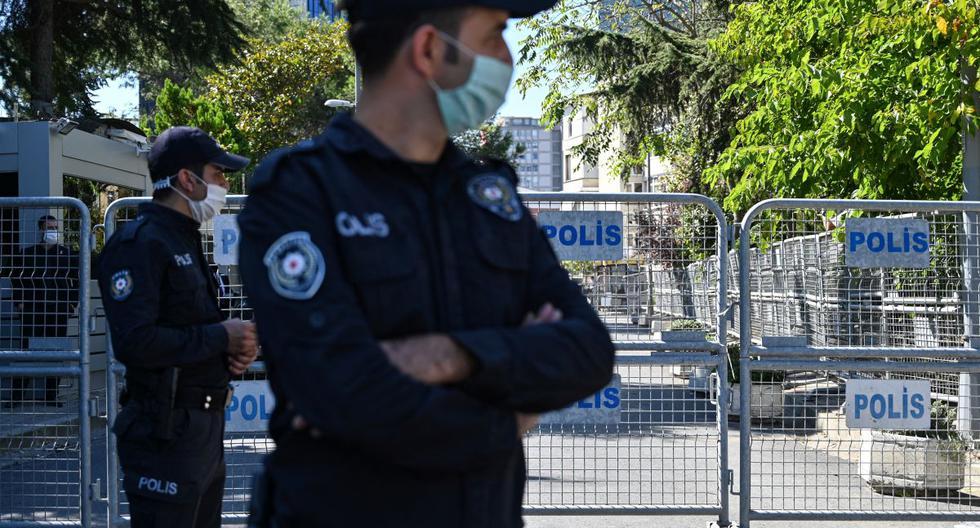 Imagen de la policía turca haciendo guardia en Estambul (Turquía), el 2 de octubre de 2020. (Foto: Ozan KOSE / AFP).