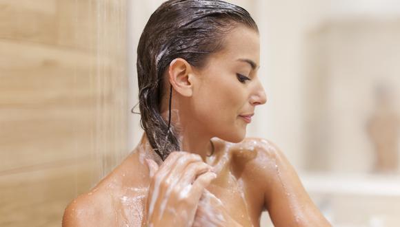 El acondicionador es un paso indispensable en tu rutina de lavado de cabello, junto al shampoo.