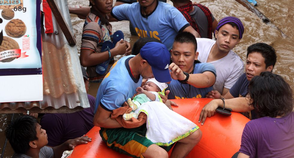 El sur de Filipinas resultó afectado por una tormenta tropical este viernes. Los servicios de emergencia siguen buscando a las personas desaparecidas.