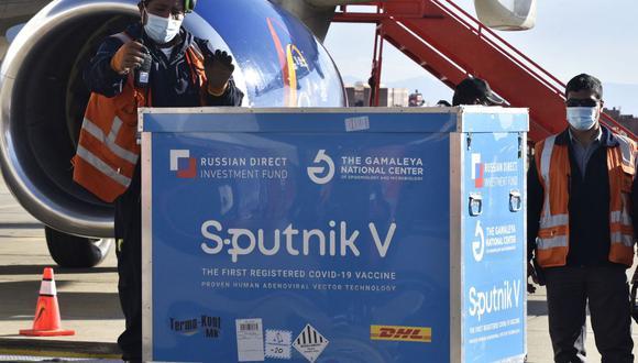 Estudios apuntan que la vacuna Sputnik V tiene una efectividad del 97,6% contra la COVID-19. (Foto: AFP)