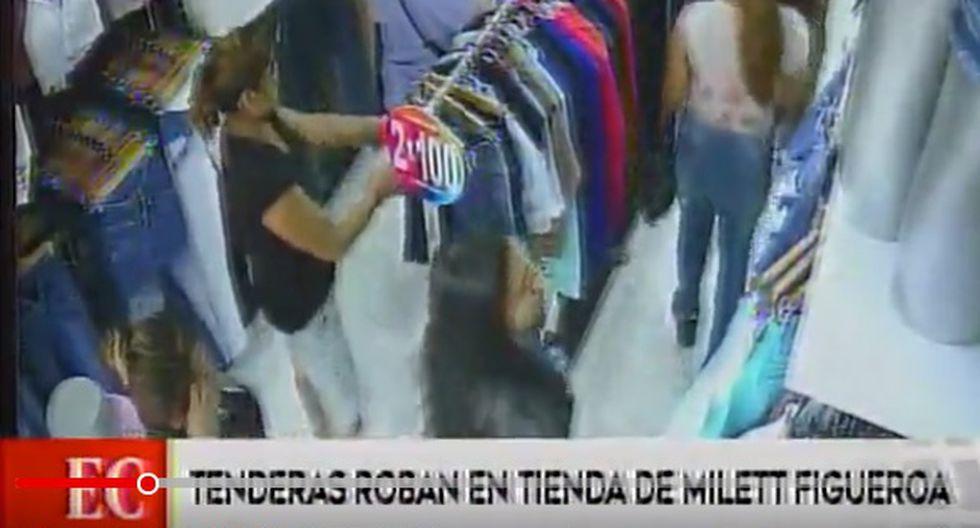 'Tenderas' entran a la tienda de Millet Figueroa. Fingen estar mirando para comprar, pero se llevan la ropa en bolsas. (Captura: América Noticias)