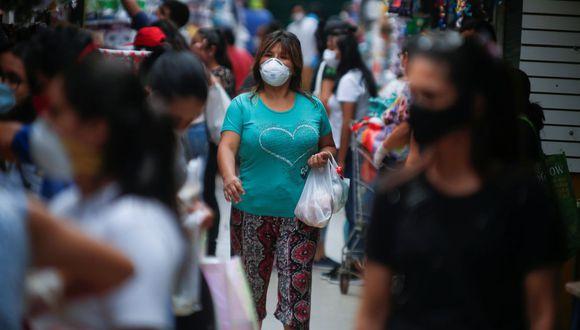 Regiones más afectadas por el Covid-19 conservarán toque de queda hasta las 4 de la tarde | TROME | REUTERS
