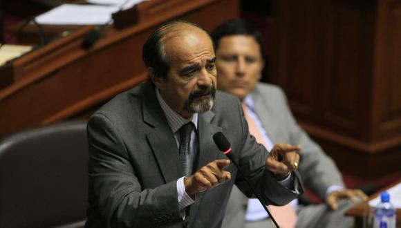 Legislador del Apra asegura que al régimen de Pedro Pablo Kuczynski 'le falta olfato político'.