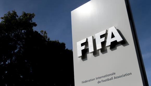 FIFA publicó las nuevas directrices por los contratos de futbolistas a causa de la pandemia del COVID-19. (Foto: Fabrice COFFRINI / AFP)