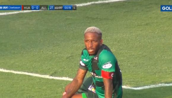 Jefferson Farfán no pudo convertir en Alianza Lima vs Sport Huancayo.