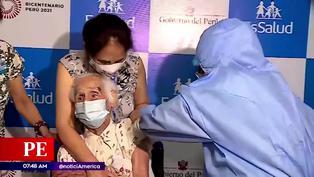 Abuelita de 104 años es la primera adulta mayor vacunada contra el coronavirus