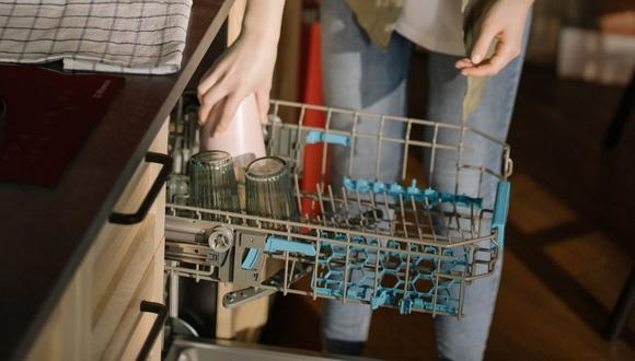Cada vez es más frecuente encontrar lavaplatos en casas y departamentos. (Foto referencial - Pexels)