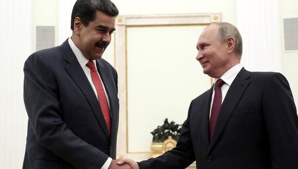 El presidente ruso, Vladimir Putin, se da la mano con su par venezolano, Nicolás Maduro, durante una reunión en el Kremlin en Moscú, el pasado 25 de septiembre de 2019. (Foto: AFP/Sergei CHIRIKOV/Archivo)