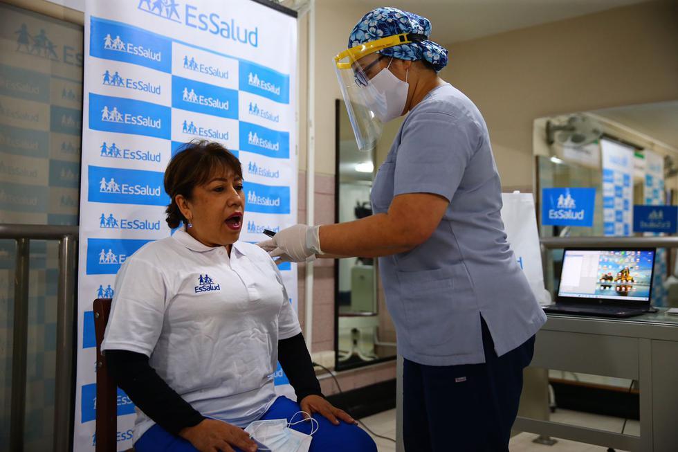 En medio de la pandemia por el coronavirus, miles de peruanos que desarrollaron el modo severo de la enfermedad, no solo libraron una gran batalla contra la muerte en una sala de cuidados intensivos, sino que ahora, luego de una inevitable intubación para salvar su vida, empezaron una segunda lucha para volver a hablar. (Foto: Hugo Curotto / @photo.gec)