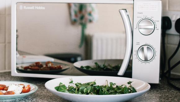 Descubre cómo limpiar microondas por dentro con limón. (Foto: Pexels)