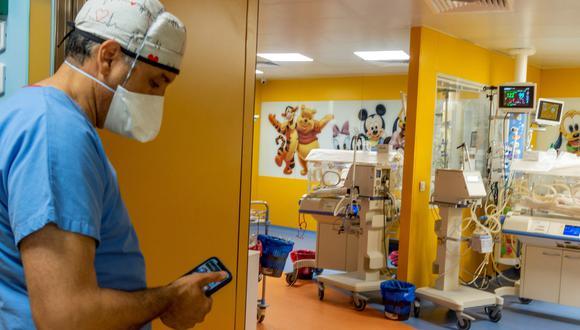 Los médicos revelaron que la salud de los nueve bebés ha mejorado significativamente y estarían internados dos meses más (Foto: AFP)
